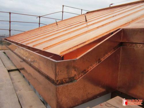 1385369728-lavorazione-di-tetto-in-rame-su-copertura-civile